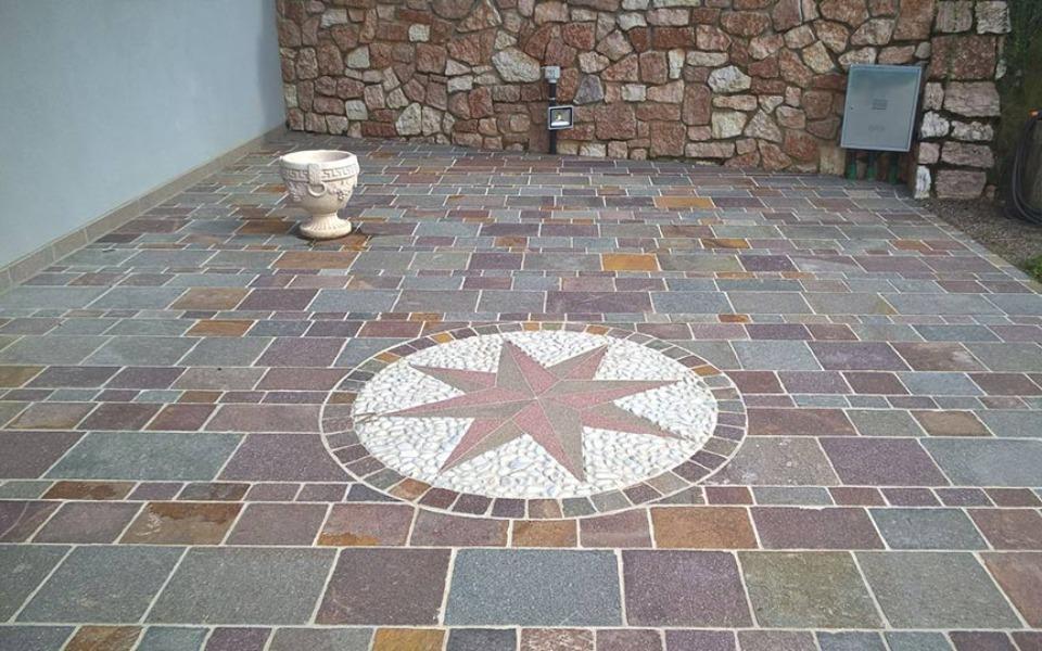 Pavimenti in pietra per esterni portico abitazione privata