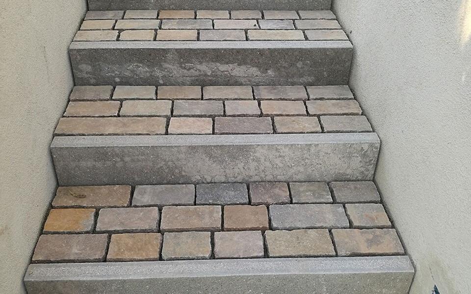 Pavimenti in pietra per esterni scalinata abitazione privata