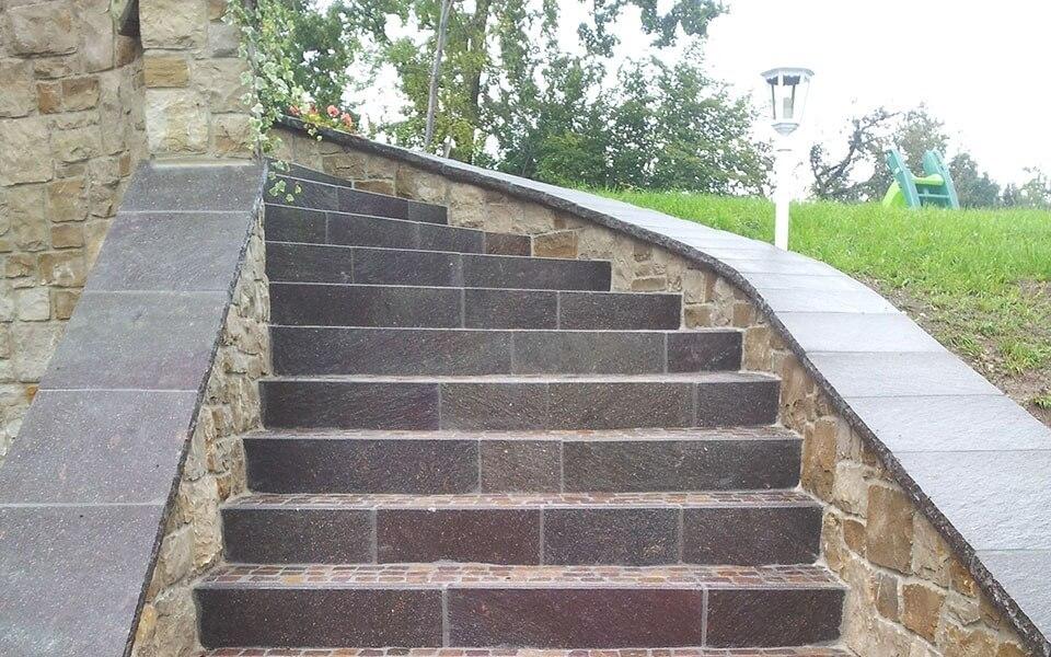 Pavimenti in pietra per esterni scalinata privata