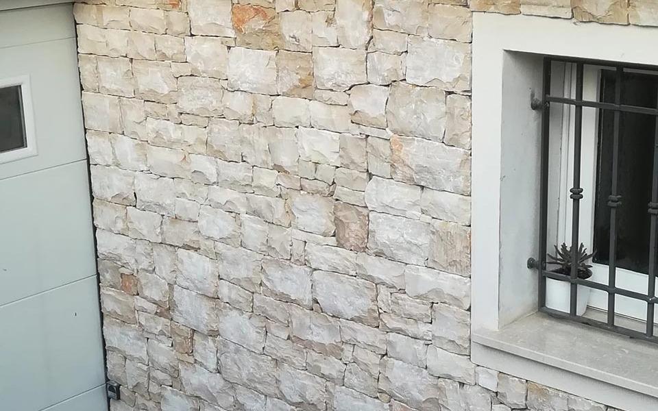 Rivestimenti in pietra per esterni abitazione privata