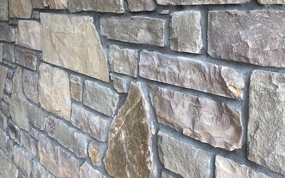 Rivestimenti in pietra per esterni ingresso abitazione privata