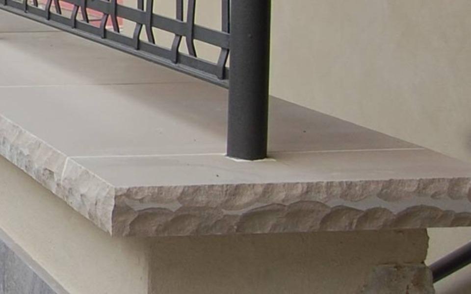 Rivestimenti in pietra per esterni scalini abitazione privata