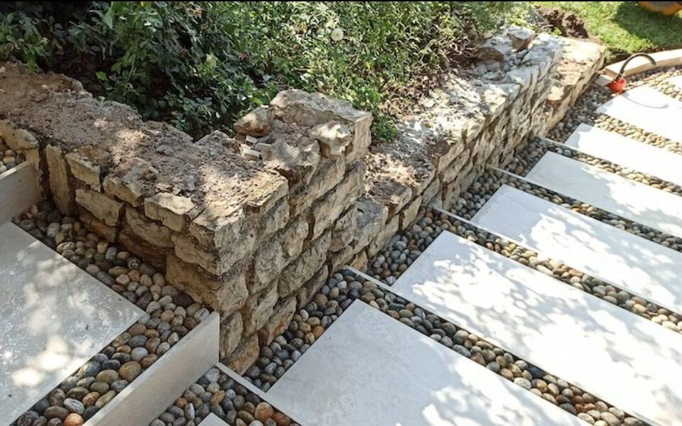Pavimenti in pietra per esterni viale villa privata