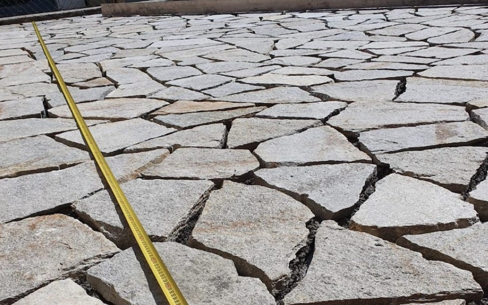 Pavimenti in pietra per esterni viale abitazione privata