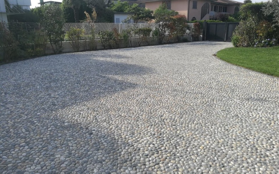 Pavimenti in pietra per esterni villa privata