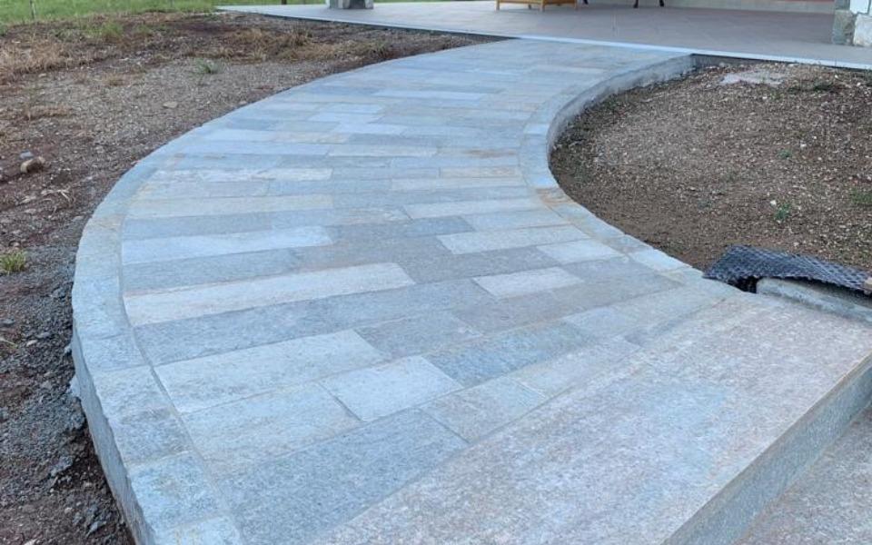 Pavimenti in pietra per esterni gradini viale abitazione privata