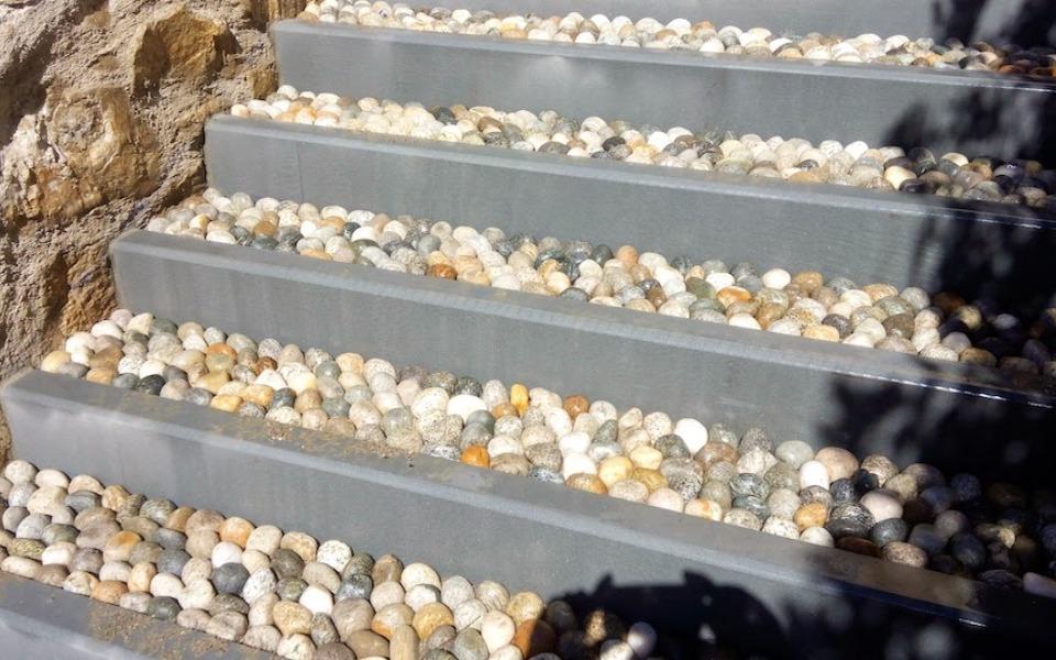 Pavimenti in pietra per esterni scala in villa privata