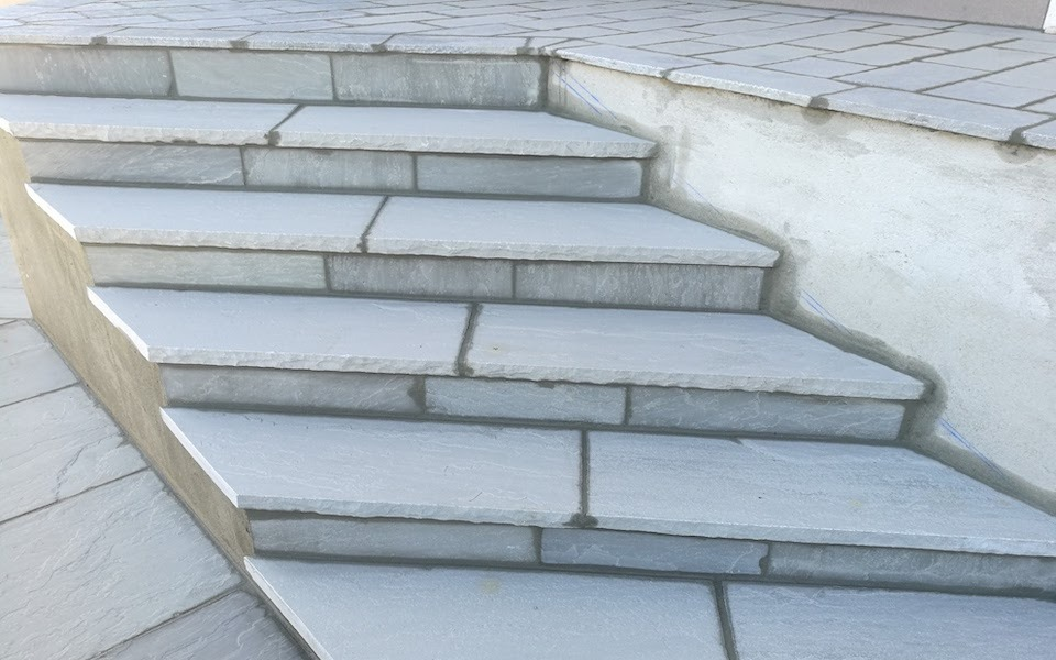 Pavimenti in pietra per esterni scalini abitazione privata