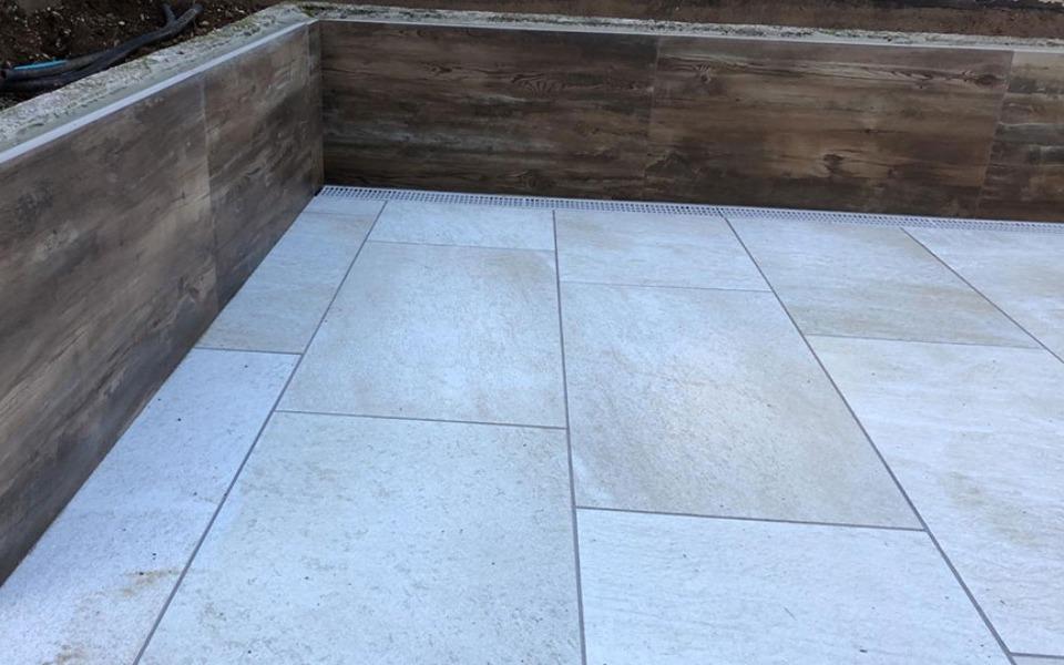 Pavimenti in pietra sinterizzata per esterni villa privata