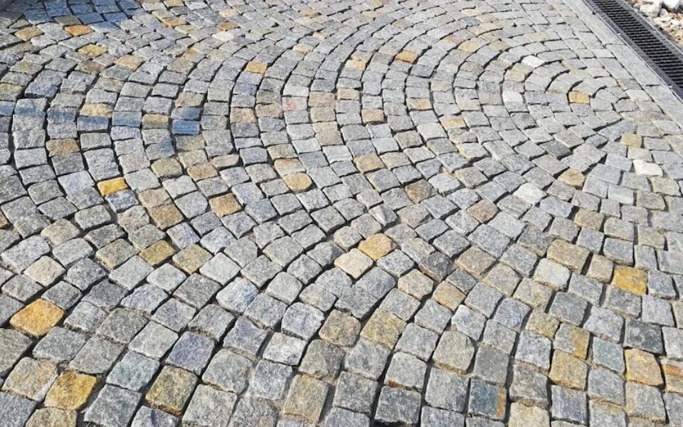 Pavimenti in pietra per esterni ingresso abitazione privata