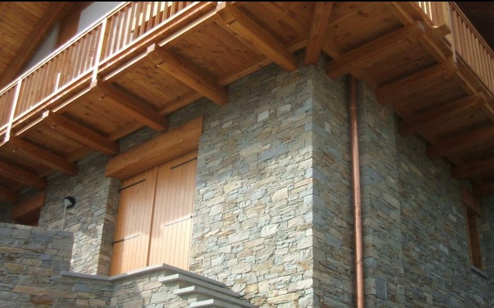 Rivestimenti in pietra per esterni villa privata